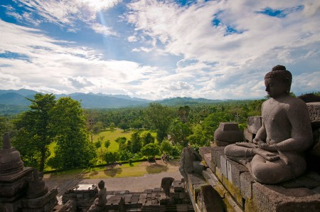 &quot;watching from above..&quot;<br />view dari atas candi borobudur..
